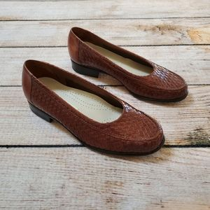 Vintage Trotters Brown Basketweave Loafer Flats